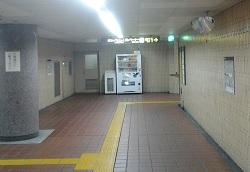 地下鉄東山線岩塚駅構内