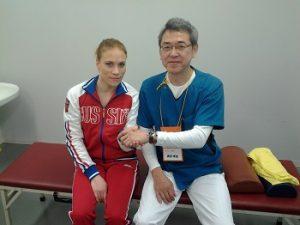 ロシア代表選手と握手